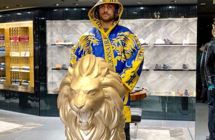 Василия Ломаченко признали лучшим в мире боксером уходящего года