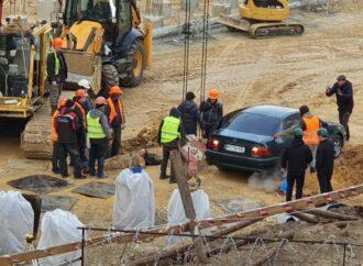 В одесской Аркадии строитель упал в трехметровый котлован