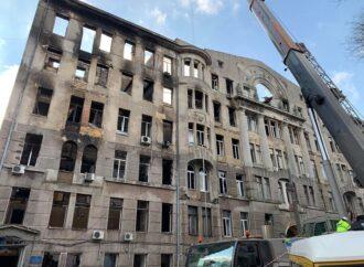 Горевшее в Одессе здание может рухнуть: как его будут спасать
