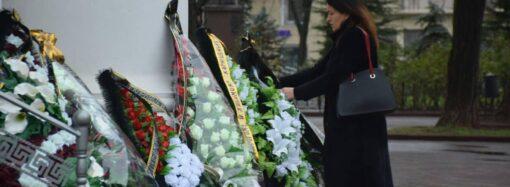 Что произошло в Одессе 25 декабря: новые цены на вывоз мусора и прощание с погибшим студентом