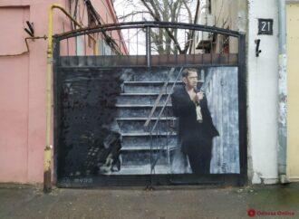 В Одессе изображенный на воротах Гоцман остался без товарища