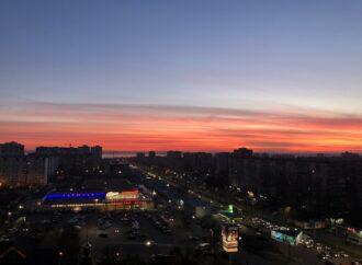 Одесити спостерігали захід сонця у яскраво-рожевих кольорах – фото