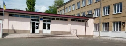 В школе под Одессой продавали в коридоре колбасу (видео)