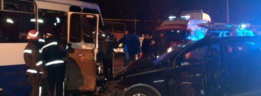 Крупная авария в Одесской области: легковушка вылетела на встречку и столкнулась с маршруткой