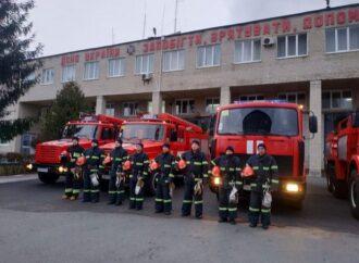 """""""Пожарные не умирают, а идут на небо по повышенному рангу вызова"""": спасатели почтили память погибших в Одессе"""