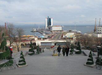 На Потемкинской лестнице в Одессе выросли елки и поселились зверушки (фото)