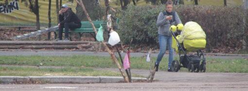 Будьте осторожны: на Куликовом поле в Одессе поснимали крышки с люков (фото)