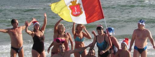 Клубу «Моржи Одессы» 9 лет: любители зимнего купания устроили праздник на пляже