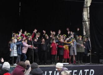 На рождественских гуляниях в центре Одессы хором спели колядки (фото)