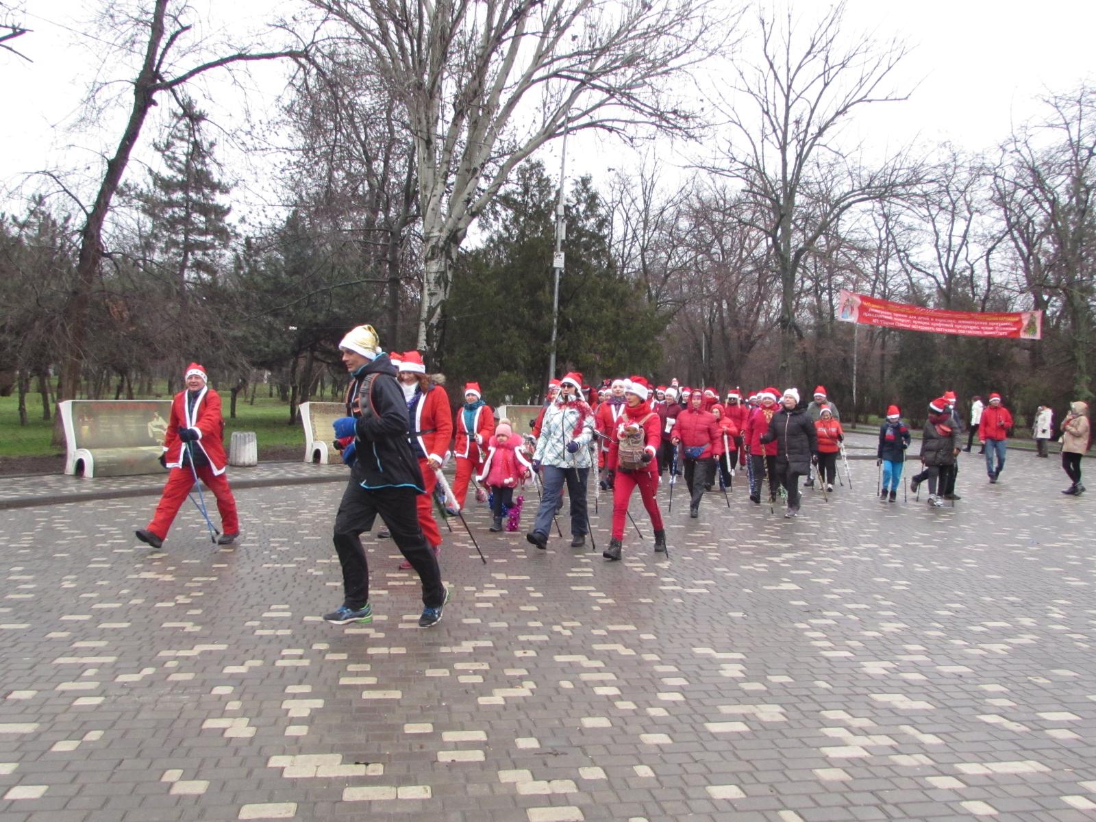 Санта-Клаусы начали свой забег