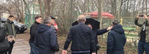 Одесситы устроили митинг, требуя прекратить стройку рядом со спорткомплексом