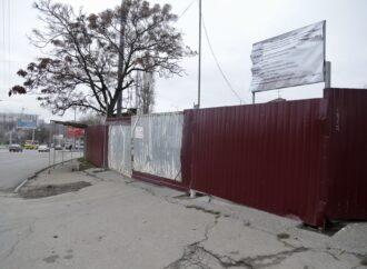 Во время строительства «Макдональдса» в Одессе рухнула часть дома по-соседству (фото)