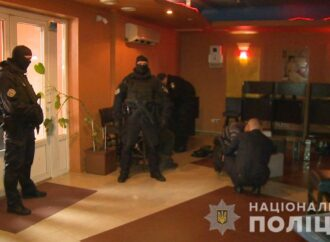 Майже за добу в Україні припинили діяльність близько 5 300 гральних закладів (відео)