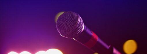 В караоке-баре на юге Одесского региона напали на гостью из-за микрофона