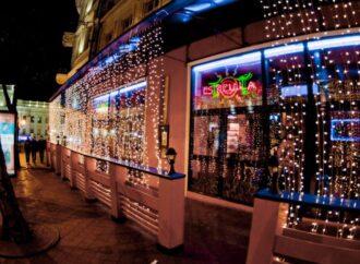 В Одессе постановили снести захватившую тротуар площадку ресторана