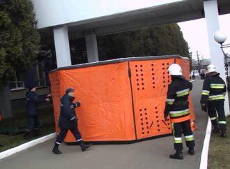 Двоє випускників Одеського коледжу економіки мають наміри передати рятувальникам «Куб життя»