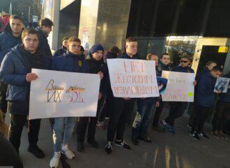 Одесские активисты протестовали против эксплуатации дельфинов