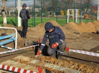 Замість 3 боєприпасів – 346: як у школі на Одещині вибухотехніки ліквідували склад артснарядів (фото)