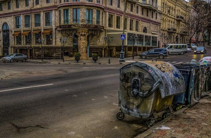 Новые расценки на вывоз мусора утвердили в Одессе: тарифы стали выше