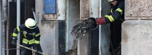 Фрагменти електропорводки з місця пожежі в Одеському коледжі економіки направили на експертизу