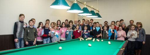 Впервые в Украине: в одесской школе появился зал для игры на бильярде