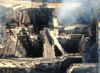 У мережі з'явилося відео початку пожежі на Троїцькій зсередини будівлі: знімав студент коледжу