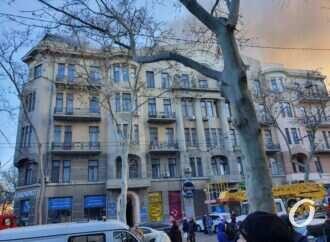 Центр Одессы затянуло дымом: горит здание колледжа (обновлено)