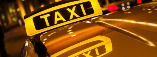 В Уряді дозволили таксі рухатися смугами для громадського транспорту