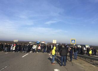 Трассу Одесса-Киев перекрыли: фермеры протестуют против земельной реформы