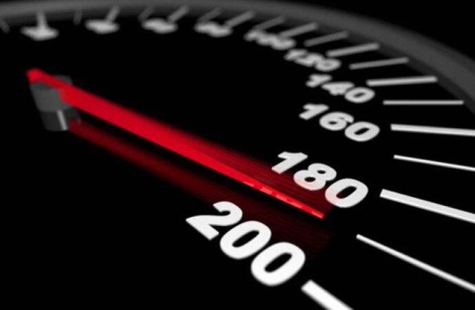 За перевищення швидкості українських водіїв оштрафували на понад 90 мільйонів гривень