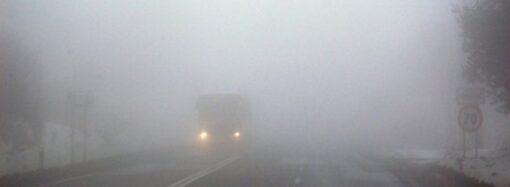 У зв'язку з погіршенням погодних умов поліцейські Одещини закликають водіїв та пішоходів бути пильними на дорозі