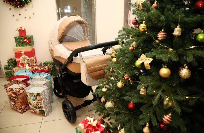 17 хлопчиків і 7 дівчаток: малюкам, які народилися в Одесі у перший день нового року, вручили подарунки