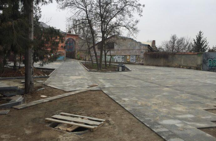 Бетонні плити та пішохідні доріжки: як виглядає реконструкція бульвару Жванецького (фото)