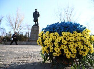 Сотні троянд та жовто-сині вінки: як в Одесі відзначили День Соборності України (фото)