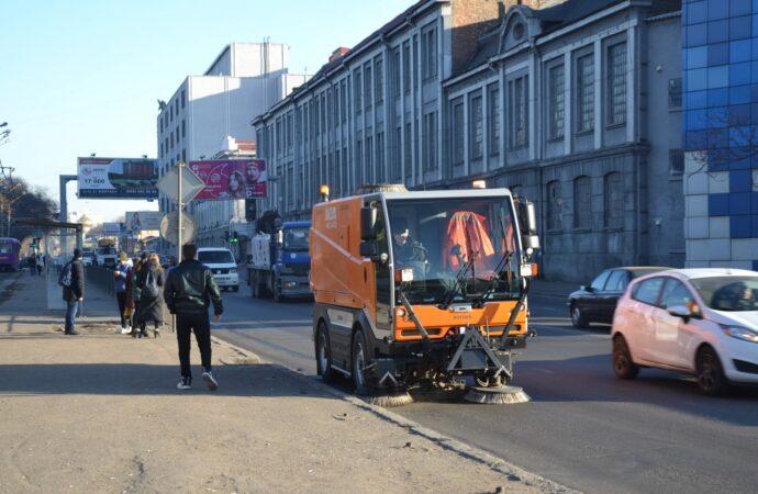 Одеські комунальники показали, як проводили санітарно-технічний день в Малиновському районі (фото)