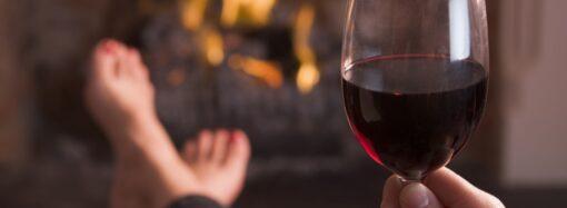 В Одеській області оштрафували матір, донька якої прийшла у школу з вином та напідпитку