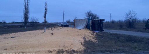 Что произошло в Одессе 22 января: перевернутый грузовик с зерном и горелые мусорные баки