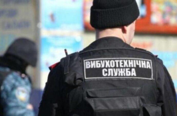 13 осіб евакуювали, а вибухівку не знайшли: в Одесі надійшло повідомлення про замінування однієї зі шкіл у Суворовському районі