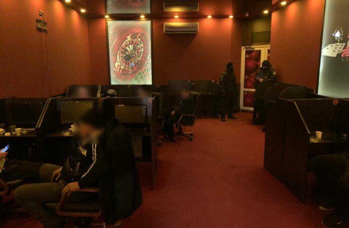 Перейшли у підпілля: в Одесі правоохоронці продовжують виявляти нелегальні гральні заклади (фото)