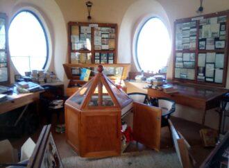Устроили разгром и вынесли ценные экспонаты: в Одессе воры обчистили исторический музей