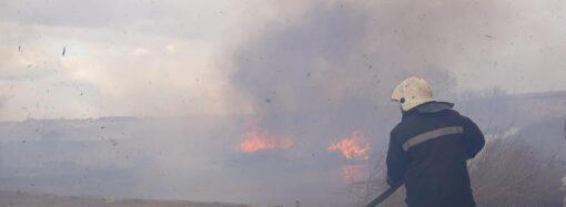Пожежа на Більшовику: вогонь перекинувся на прибудову до будинку (відео)