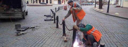 Кто сломал ограждение на Греческой площади в Одессе?