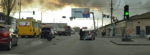 Авария на одесском поселке Котовского: у легковушки отлетело колесо