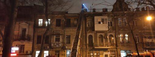 У центрі Одеси горів дах триповерхового житлового будинку (фото)