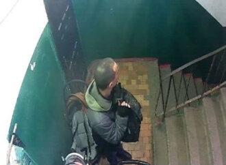 В Одесской области курьер, разносивший газеты, обворовывал подъезды домов