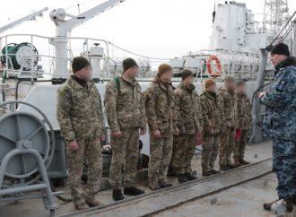 Як військовослужбовці ВМС в Одесі відпрацьовували спуск у барокамері (фото)