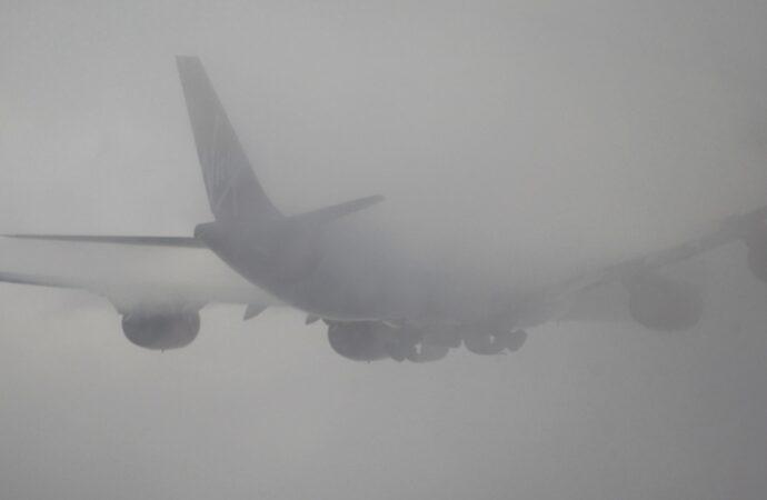 В одесском аэропорту из-за тумана не могут садиться самолеты