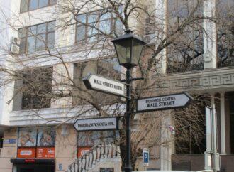 Как изменился сквер в одесском переулке вице-адмирала Жукова: лавки нового дизайна и много плитки (фото)