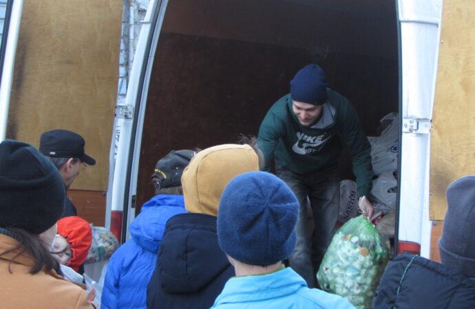 «Переживаем, что не хватит места»: одесситы массово сдали вторсырье во время акции «экомаршрут» (фото)