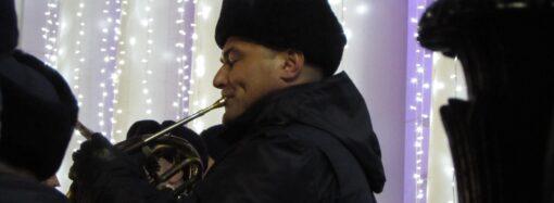 «Щедрование» в Одессе: нацгвардейцы под аккомпанемент оркестра исполняли праздничные песни